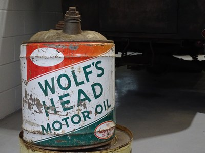 Lot 20 - Wolfs head oil container with cap