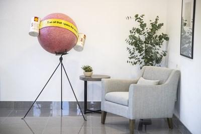 Lot 32 - Shell oil showroom display globe