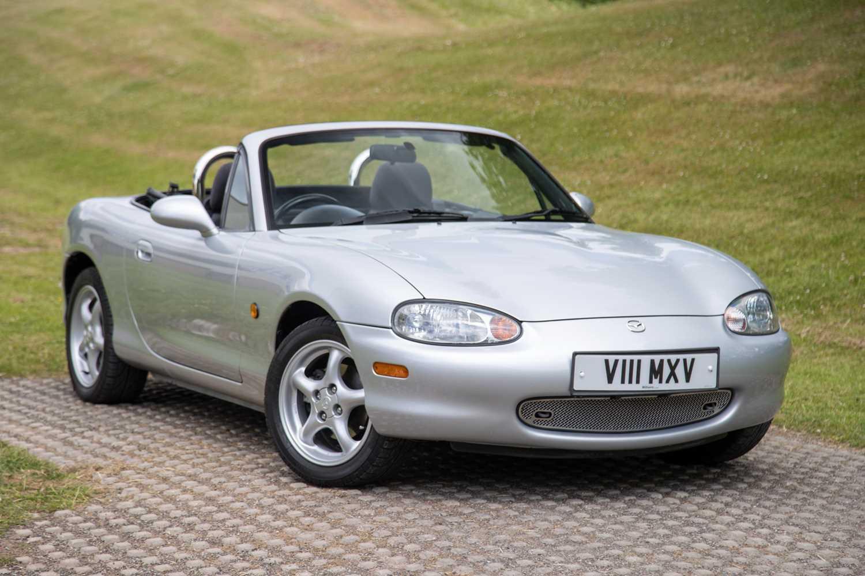 Lot 2 - 1999 Mazda MX-5